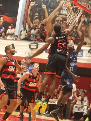 Jerome Meyinsse, Flamengo x Macaé, NBB, basquete (Foto: Raphael Bózeo / Macaé Basquete)
