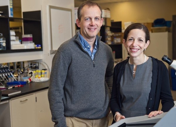 Lonnie Shea e Jacqueline Jeruss, que lideram as pesquisas (Foto: University of Michigan Comprehensive Cancer Center)