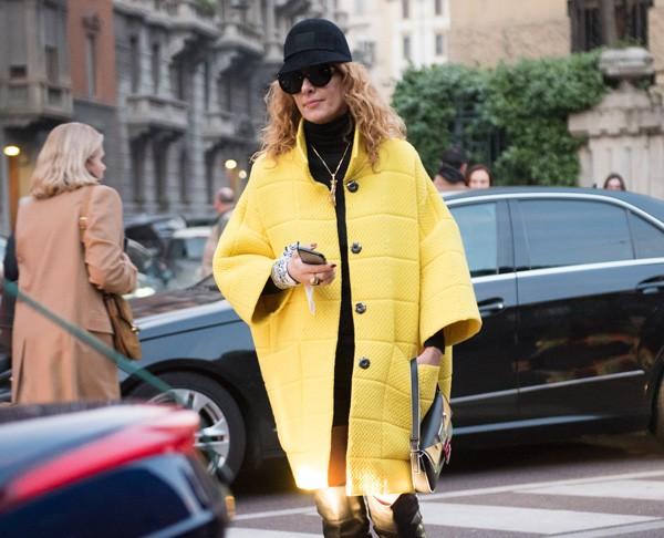 Peças amarelas dão um up no visual em instantes (Foto: Joanna Totolici)