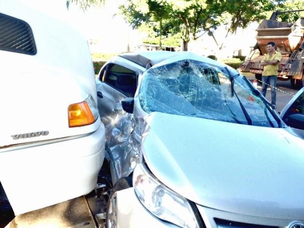 Acidente aconteceu na Avenida Jorge Teixeira (Foto: Ísis Capistrano/ G1 )
