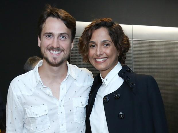Camila Pitanga e o namorado, Igor Angelkorte, em pré-estreia de filme no Rio (Foto: Roberto Filho/ Brazil News)