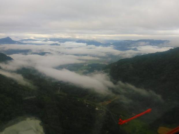 Arcanjo sobrevoou o local em busca do piloto (Foto: Arcanjo Blumenau/Divulgação)