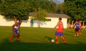Tocantins de Miracema, treina para a Segundona (Foto: Vilma Nascimento/GLOBOESPORTE.COM)