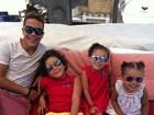Ronaldo Fenômeno posta foto com todos os filhos de óculos escuros