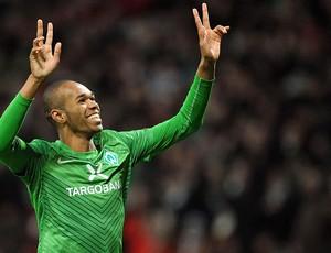 Naldo comemora gol do Werder Bremen  (Foto: EFE)