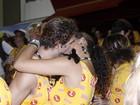 Débora e Loreto, Ronaldo e Paula Morais... Famosos beijam muito no 2º dia de desfiles na Sapucaí