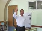 Waguinho vota em Ciep de Belford Roxo, na Baixada Fluminense
