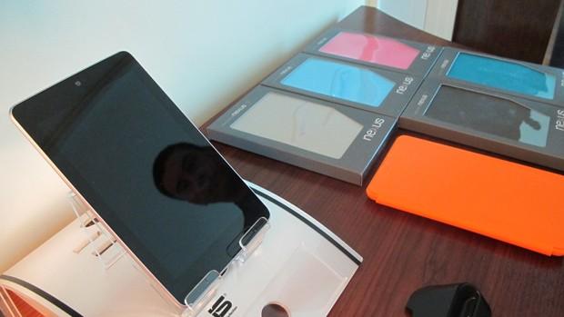 Asus mostra o 'tablet do Google', como ficou conhecido o Nexus 7 (Foto: Daniela Braun/G1)