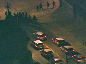 Policiais militares tentam dispersar manifestantes (Foto: Reprodução/TV Globo)