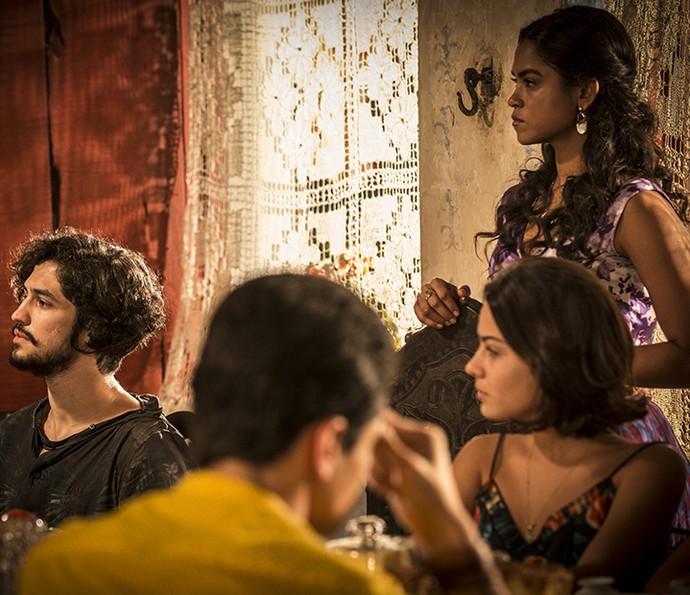 Miguel participa do jantar da família dos Anjos (Foto: Inácio Moraes/Gshow)