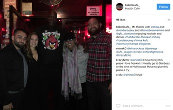 Ronda Rousey aparece em foto com o namorado e Shaquille O'Neal em jantar