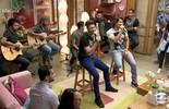 Munhoz e Mariano cantam 'Copo na Mão'