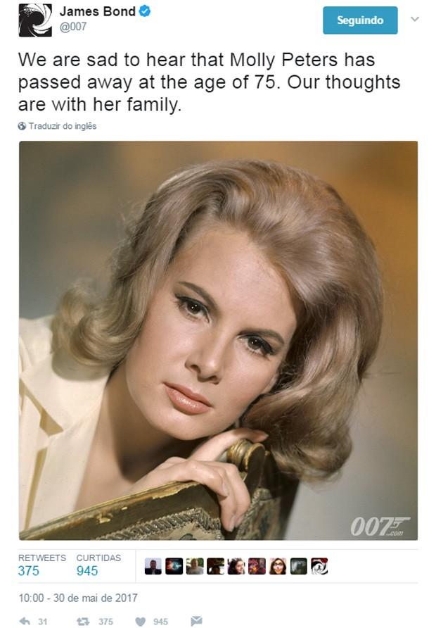 Morte da Bond girl Molly Peters foi divulgada no Twitter oficial da franquia '007' (Foto: Reprodução)
