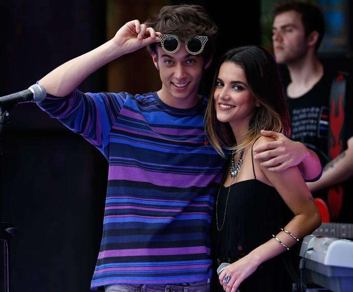Elenco que dá vida ao casal Jovicki em Malhação conversa ao vivo com fãs (Foto: Ellen Soares/Gshow)