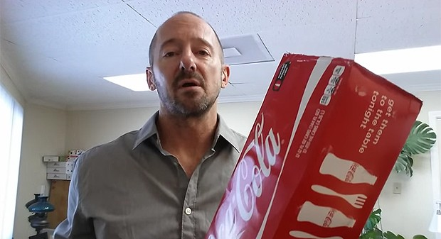 Homem bebe dez latas de Coca-Cola por dia (Foto: Divulgação / Youtube)