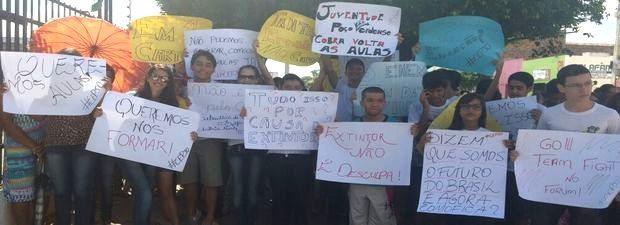 Cartazes demonstram a indignação dos estudantes (Foto: Vinícius Tavares/Arquivo Pessoal)