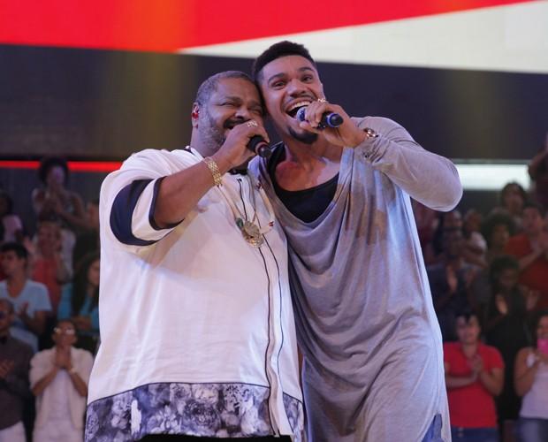 Naldo canta com Arlindo Cruz (Foto: João Pedro Januário / TV Globo)