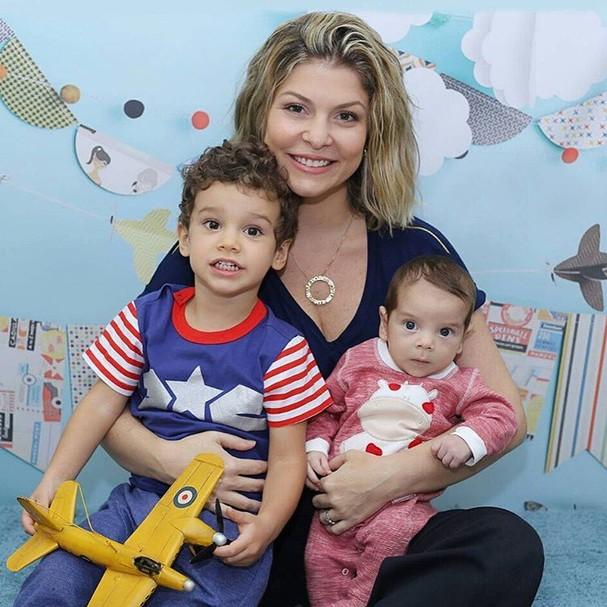 Bárbara Borges com os filhos Martim e Theo (Foto: Reprodução/Instagram)