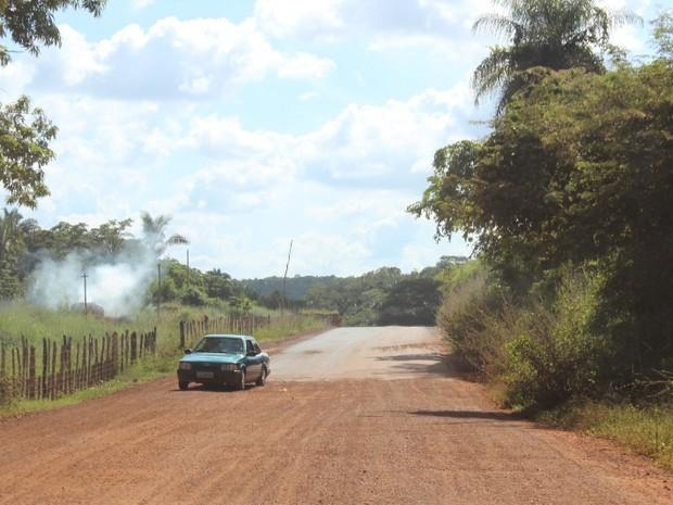 Moradores reclamam que obra da pavimentação não foi concluída na Zona Rural de Teresina (Foto: Gil Oliveira/ G1)