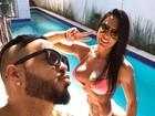 Belo faz gracinha em pose ao lado de Gracyanne Barbosa