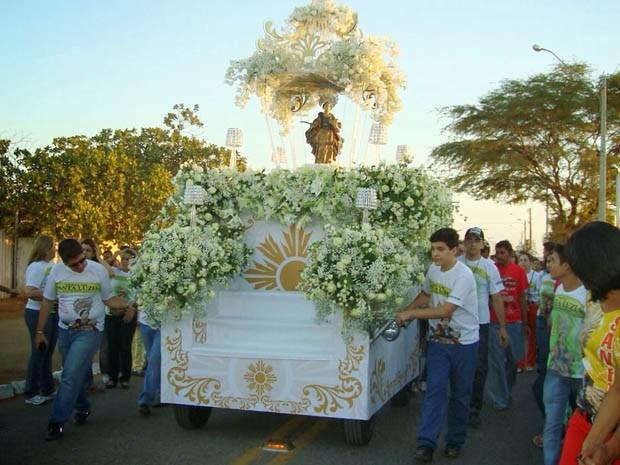Em 2013, o tema do andor de Santa Luzia foi a paz (Foto: Arquivo pessoal/Flávio Tácito)