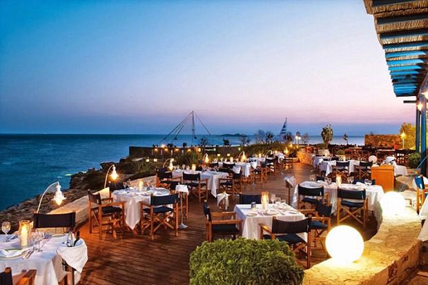 Os casais podem curtir um jantar româncito no Captain's House – um dos sete restaurantes do resort (Foto: Reprodução)