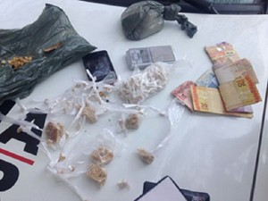 Droga apreendida em Carmo do Cajuru (Foto: Polícia Militar/ Divulgação)
