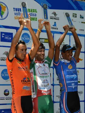 Renato Seabra, Halysson Ferreira e Antoelson Dornelles no podio (Foto: Guto Marchiori/Globoesporte.com)
