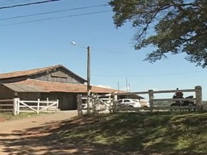 Corpos de cinco vítimas da mesma família foram velados em um galpão em Nova Santa Rita (Foto: Reprodução/RBS TV)