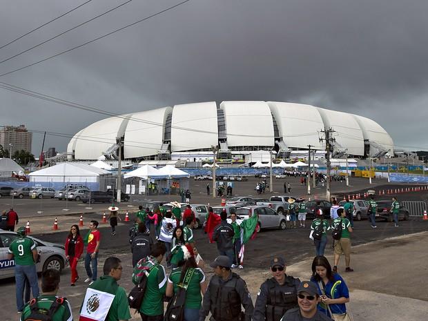 Torcedores chegam à Arena Dunas, em Natal (RN), na   manhã desta sexta-feira (13) (Foto: Roberto Maya/Mexsport/Fotoarena/Estadão Conteúdo)