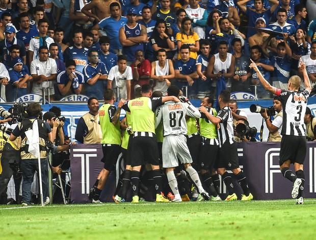comemora��o do Atl�tico-mg contra o Cruzeiro (Foto: Gustavo Andrade)