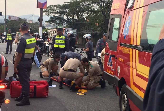 Acidente de moto no Tour da Tocha em Osasco (Foto: Fernando Vidotto)