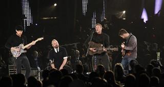 Coldplay em homenagem a Paul McCartney (Foto: Agência Reuters)