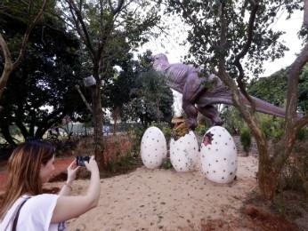 Cenários reproduzem era em que dinossauros povoavam a Terra (Foto: Foz do Iguaçu Park Show / Divulgação)