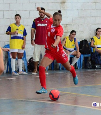 Monique Corrêa atua pelo América, do Rio, um ano após caso do chute no pescoço (Foto: Thiago Ribeiro/América FC)