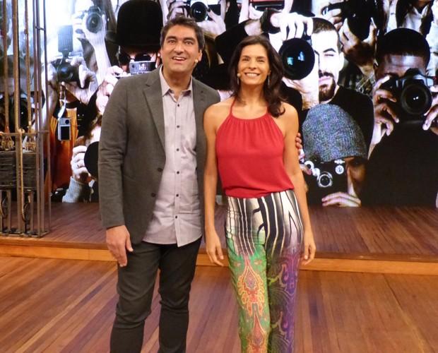 Helena Ranaldi e Zeca Camargo posam no palco do Vídeo Show (Foto: GShow/TV Globo)