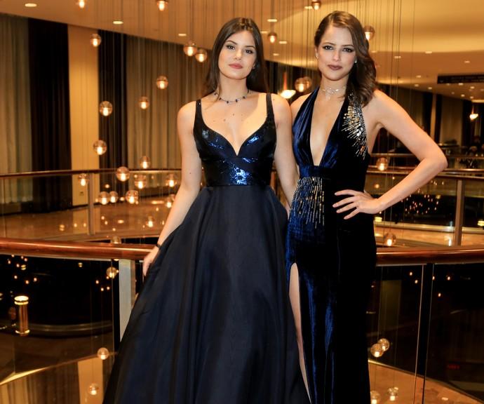 Camila Queiroz e Agatha Moreira no Emmy Internacional (Foto: Globo/ Luiz C. Ribeiro)
