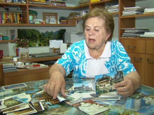 Aposentada, que tem uma coleção de mais de 200 cartões tradicionais, aprovou a ideia (Foto: Reprodução/EPTV)