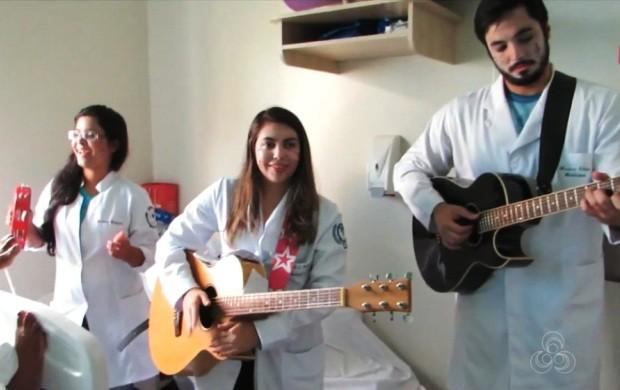 Eles animam pacientes de hospitais de Roraima (Foto: Bom Dia Amazônia)