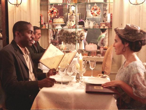 Isabel assiste ao momento romântico de Zé Maria (Foto: Lado a Lado / TV Globo)