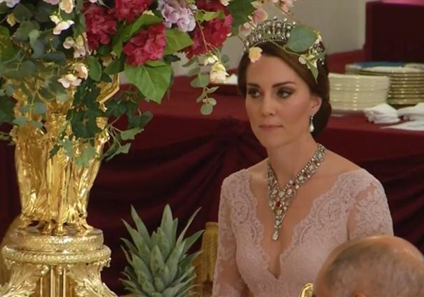 Kate Middleton usa vestido de e-commerce e tiara predileta de Diana (Foto: Reprodução/Instagram)