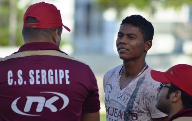 Carlinhos visitou amigos no Sergipe (Foto: Felipe Martins/GLOBOESPORTE.COM)