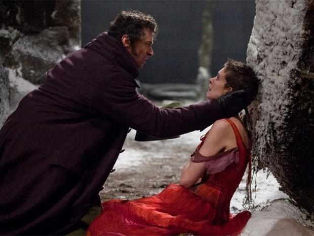 Hugh Jackman e Anne Hathaway em cena do musical 'Os miseráveis' (Foto: Divulgação)