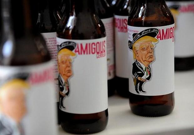 Cerveja mexicana traz cartum de Donald Trump no rótulo (Foto: EFE)