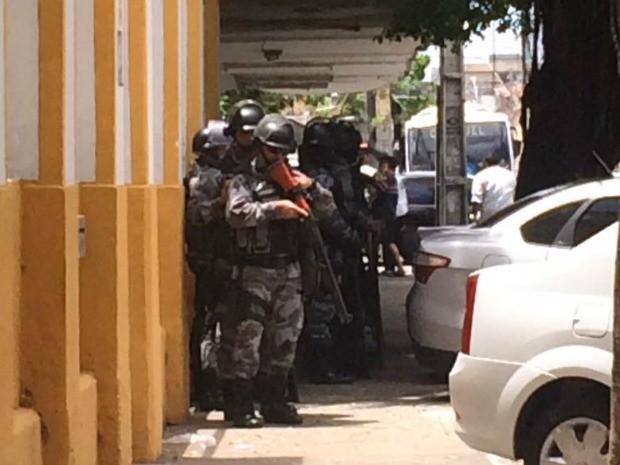 Segurança foi reforçada em frente ao TRE, onde Sérgio Machado presta depoimento (Foto: Viviane Sobral/G1)