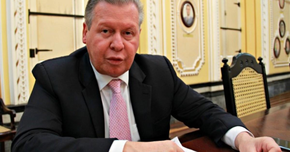Artur vai cortar secretarias diante de folha de R$ 139 milhões, em ... - Globo.com