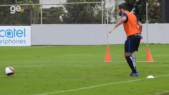 Danilo faz primeiro treino com bola e fica mais perto de retorno ao Corinthians