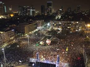 Israelenses protestam em Tel-Aviv por mudanças governamentais (Foto: REUTERS/Amir Cohen)