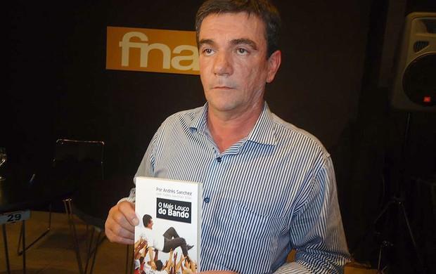 Andrés Sanches lança livro em São Paulo (Foto: Rodrigo Faber / Globoesporte.com)