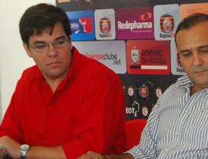 Diretor de Comunicação (Tiago Melo) e presidente (William Simões) do Campinense (Foto: Nicolau de Castro / Jornal da Paraíba)